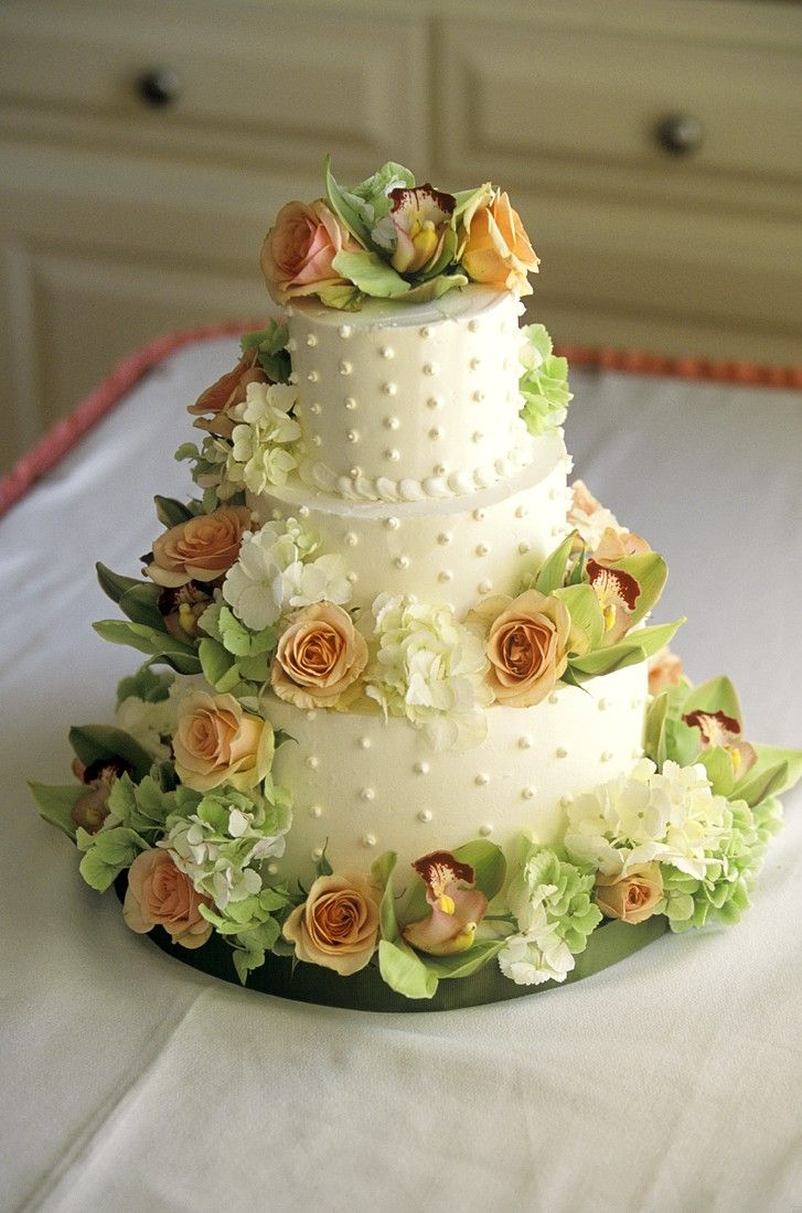 Stacked Wedding cake with cinnamon and currants Recipe   EatSmarter