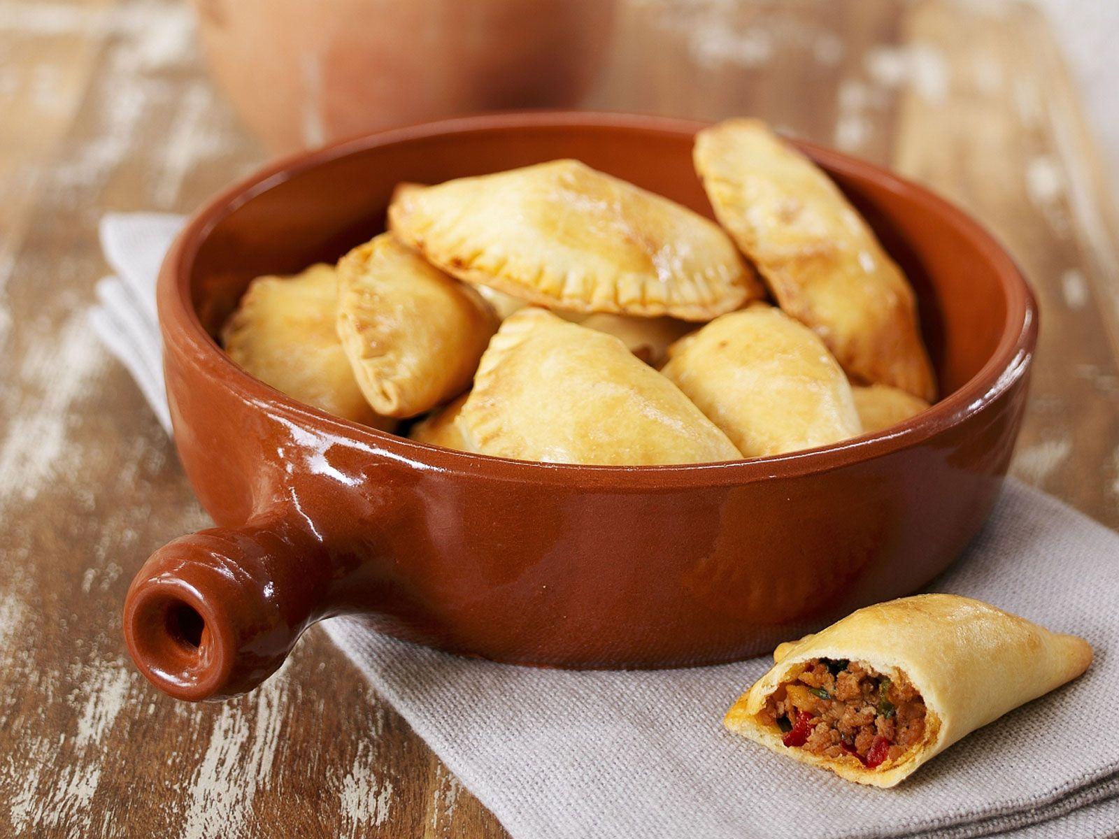 Gefüllte Teigtaschen auf spanische Art Rezept | EAT SMARTER
