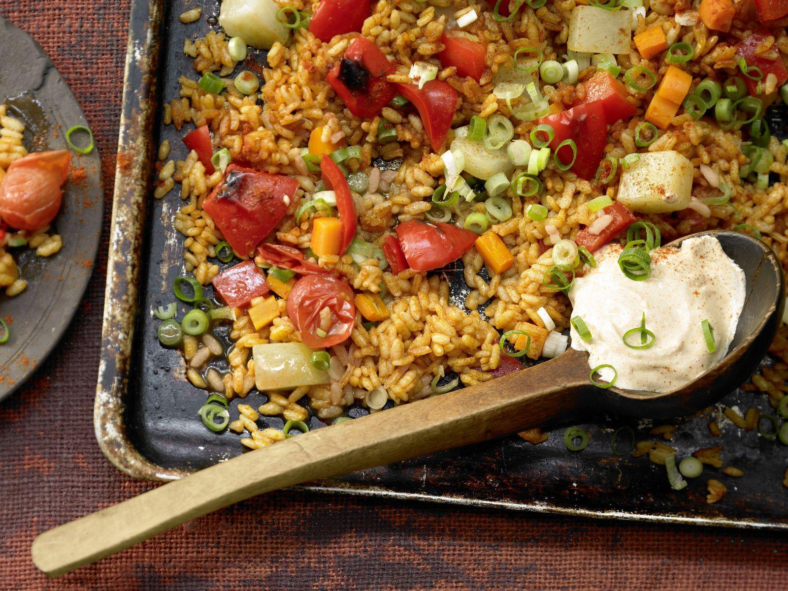 Gemüse-Reis-Pfanne aus dem Ofen Rezept | EAT SMARTER