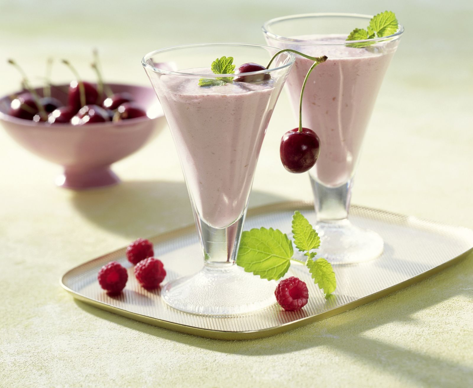 Himbeer-Kirsch-Smoothie Rezept | EAT SMARTER