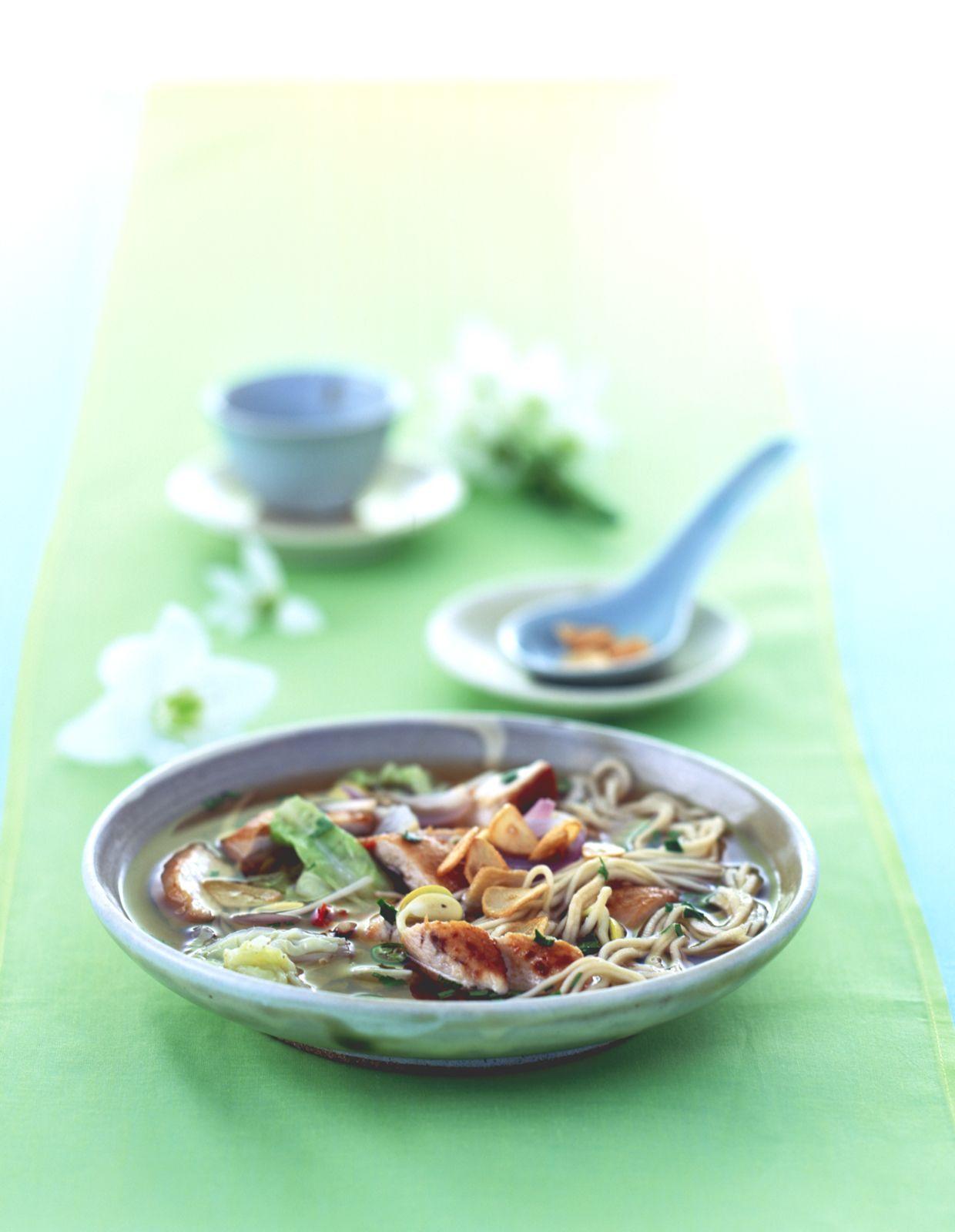 Japan-Huhn mit Soba-Nudeln Rezept | EAT SMARTER