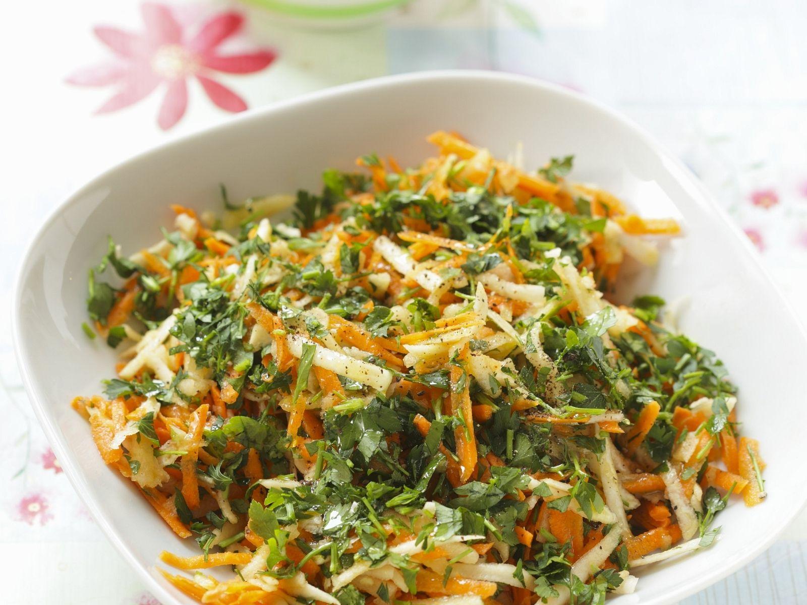Karotten-Sellerie-Salat mit Petersilie Rezept | EAT SMARTER