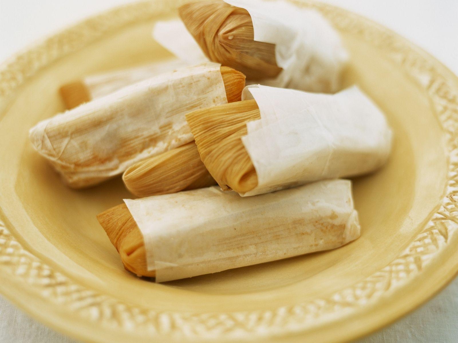 Maisblätter mit Füllung (Tamales) Rezept | EAT SMARTER