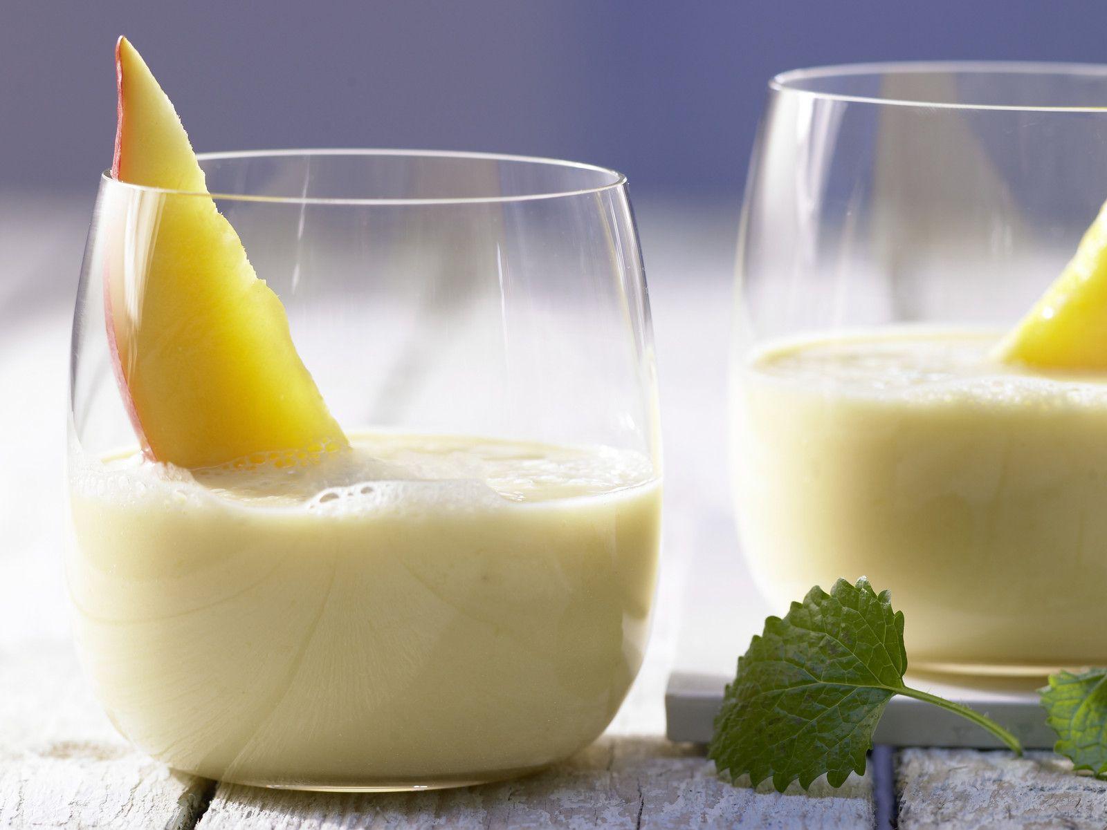 Mango-Bananen-Drink Rezept | EAT SMARTER