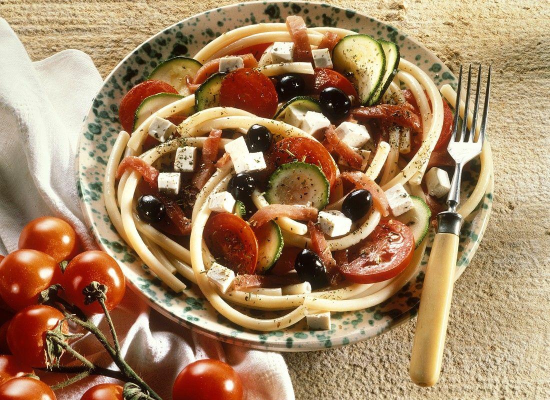 Nudelsalat Mit Oliven Schafskäse Und Tomaten Rezept Eat Smarter