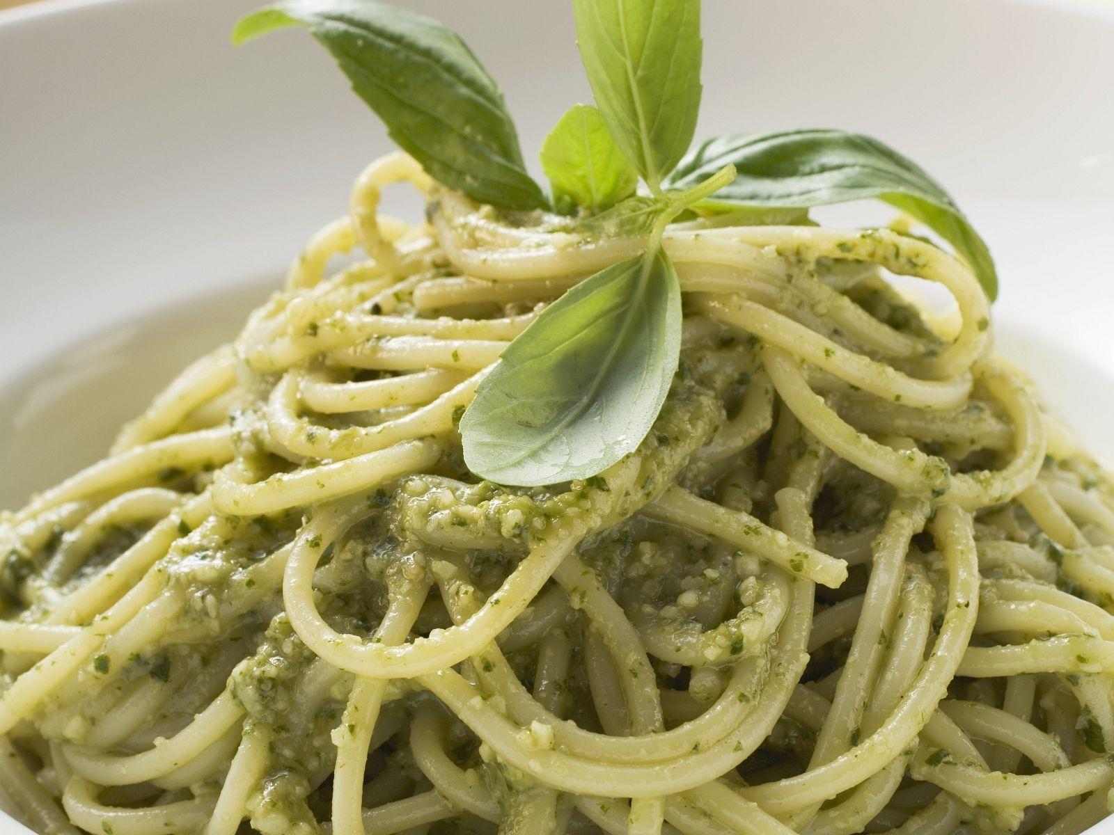 Pasta Mit Pesto Alla Genovese Rezept Eat Smarter