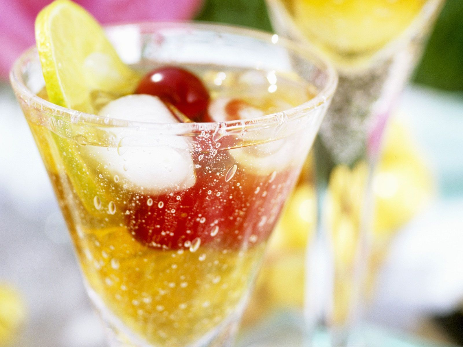 Pimms Cocktail Rezept | EAT SMARTER