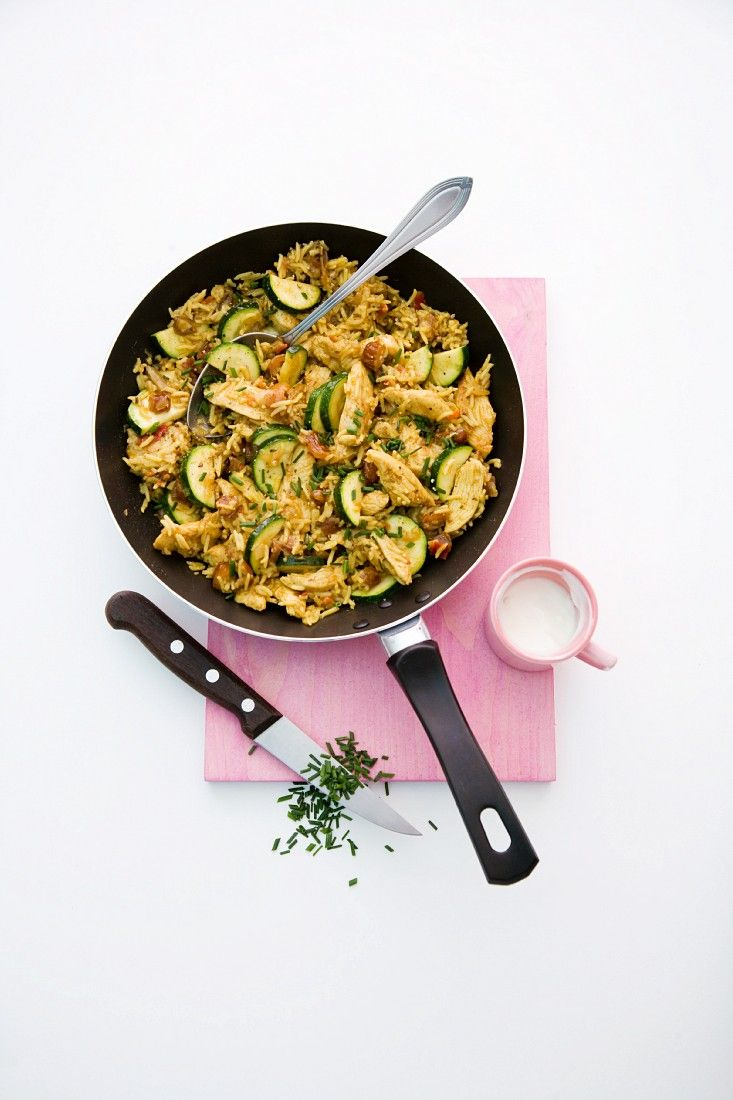 Reispfanne Mit Huhn, Datteln Und Zucchini Rezept