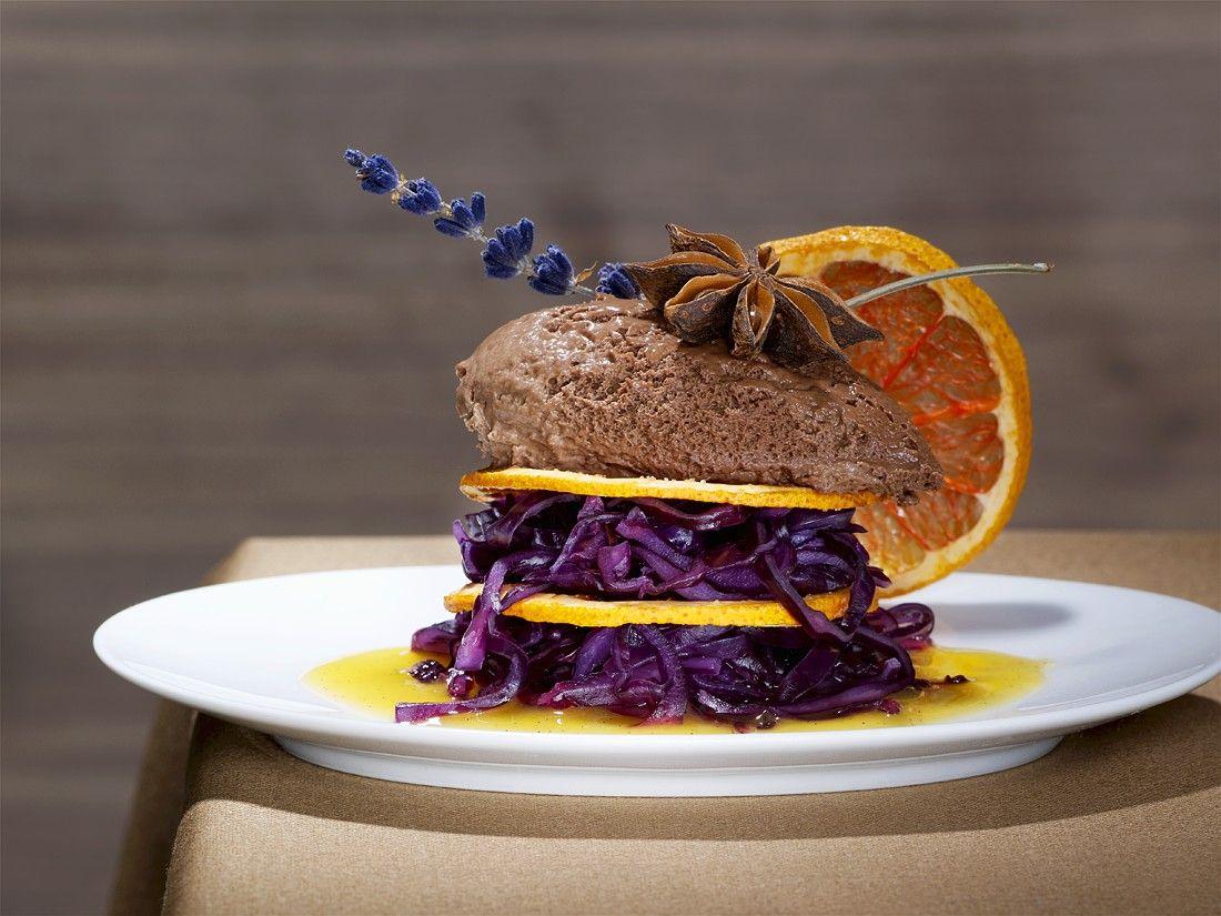 Schoko-Tonkabohnenmousse mit Blaukraut Rezept | EAT SMARTER