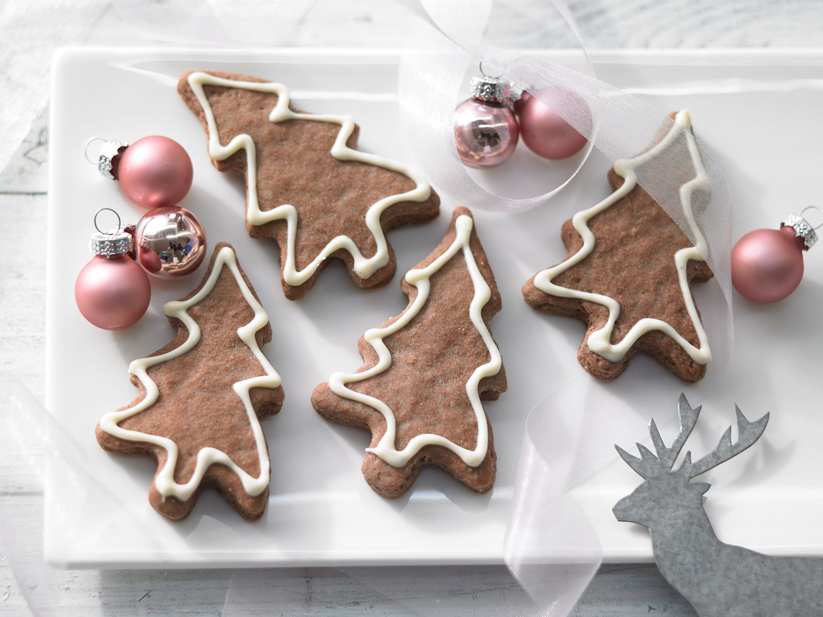 Ich Koche Weihnachtskekse.Tannenbäume Mit Schokoschnee
