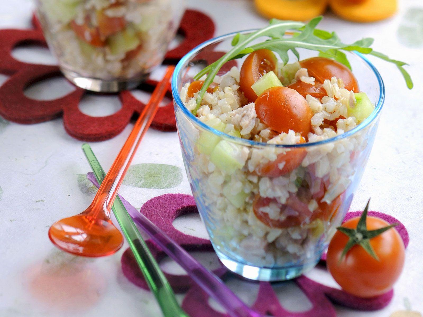 Salat mit thunfisch und reis