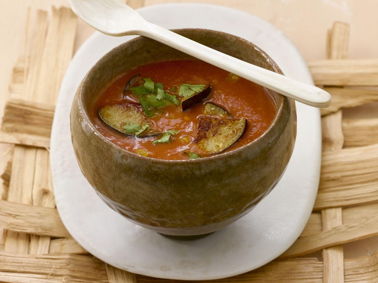 Tomaten-Auberginen-Suppe Rezept | EAT SMARTER