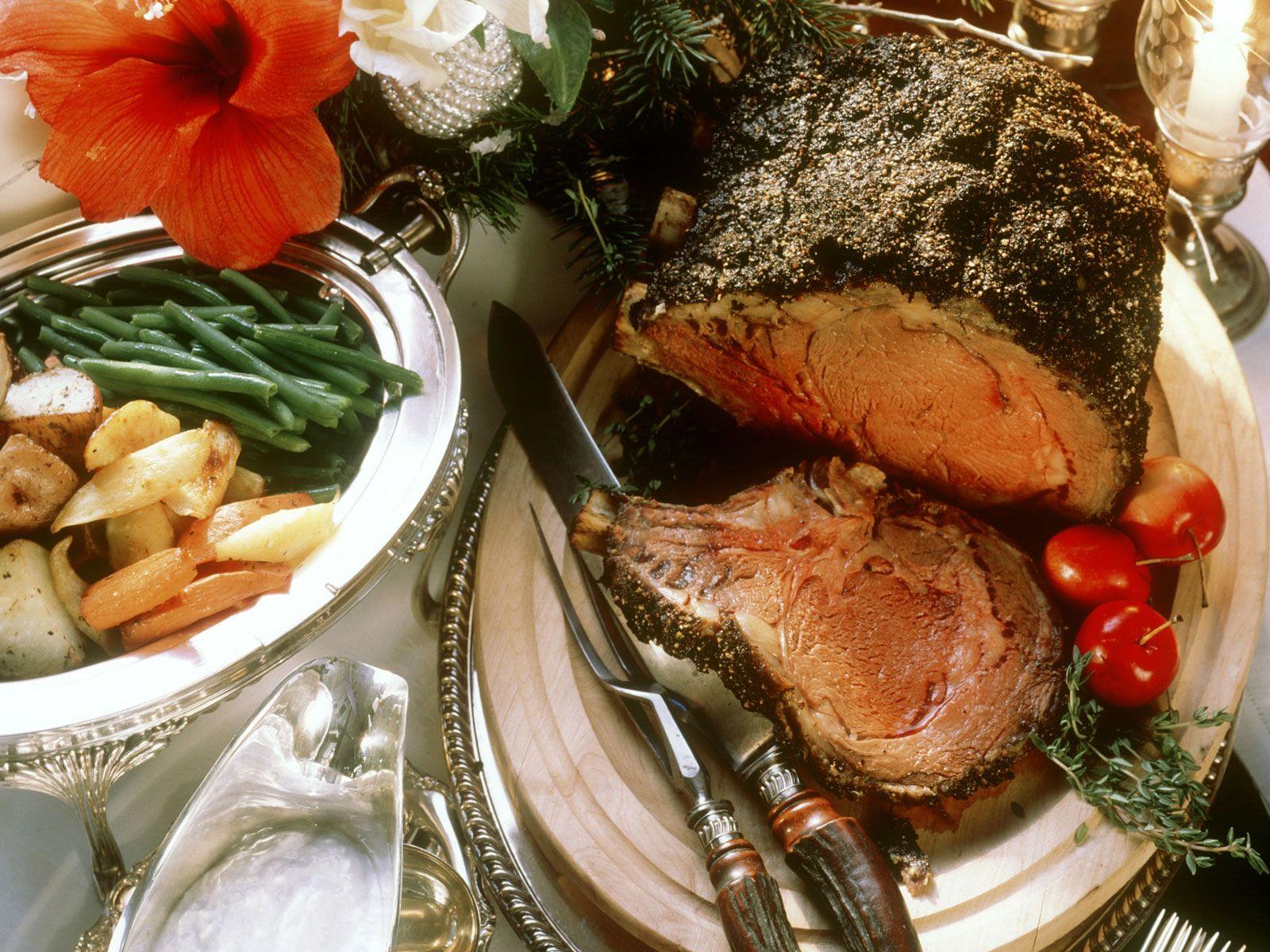 Weihnachtlicher Rinderbraten mit Beilagen Rezept | EAT SMARTER