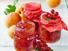 Aprikosenkonfitüre mit Johannisbeeren Rezept