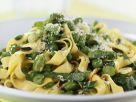Bandnudeln mit Erbsen, Saubohnen und Parmesan Rezept