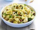 Bandnudeln mit Hühnchen und Oliven Rezept