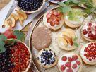 Bistkuittörtchen mit Quark und Früchten Rezept