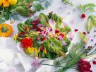 Blattsalat mit Blüten Rezept