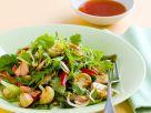 Blattsalat mit Champignons und Lachs Rezept