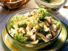 Blattsalat mit gebratener Hähnchenbrust Rezept