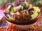 Blattsalat mit Gemüse und Pilzen Rezept