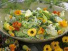 Blütensalat mit Kapuzinerkresse und Ringelblumen Rezept