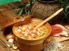 Bohnensuppe mit Schweinshaxse und Sauerkraut Rezept