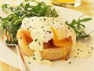 Brötchen mit pochiertem Ei und Lachs Rezept