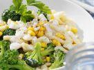 Brokkolisalat mit Spätzle Rezept