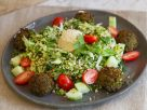 Bulgur-Kräutersalat mit Falafel Rezept