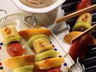 Bunte Früchtespieße mit Schokocreme Rezept