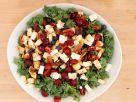 Bunter Salat mit Kirschen und Feta Rezept