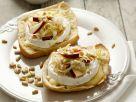 Camembert-Brötchen mit Apfel-Chicorée-Salat Rezept