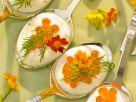 Crème fraîche mit Kaviar Rezept