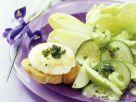 Crostini mit gebackenem Ziegenkäse, Salat und Pistazienpesto Rezept