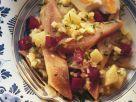 Deftiger Matjessalat mit Roter Bete, Zwiebeln, Kartoffeln und Apfel Rezept