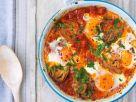 Eier auf Tomaten-Artischocken-Gemüse Rezept