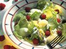 Eissalat mit Früchten und Kräuterdressing Rezept
