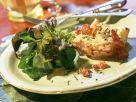 Elsässische Blätterteigkissen mit Zwiebelfüllung und Blattsalat Rezept