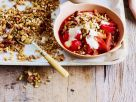 Erdbeer-Rhabarberkompott mit Knuspermüsli Rezept