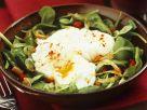 Feldsalat mit pochiertem Ei Rezept