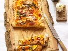 Flammkuchen mit Kürbis, Birne und Speck Rezept