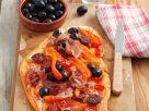 Flammkuchen mit Paprika und Oliven Rezept