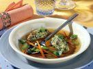 Fleischbouillon mit Kräuter-Semmelklößen Rezept