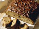 Fluffiger Schokokuchen mit Schokostückchen und Glasur Rezept