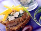 Frischkäse mit Paprika auf Brot Rezept