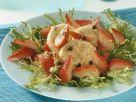 Friséesalat mt Erdbeeren und Käse Rezept