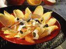 Fruchtiger Chicoréesalat mit Joghurtdressing und Kürbiskernen Rezept