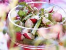 Frühlingshafter Salat mit Radieschen und jungen Birkenblättern Rezept