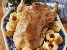 Gänsebraten mit Äpfeln, Zwiebeln und Majoran Rezept